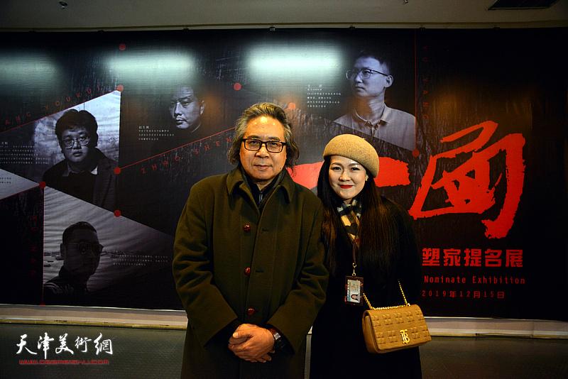李军、齐琪在展览现场。