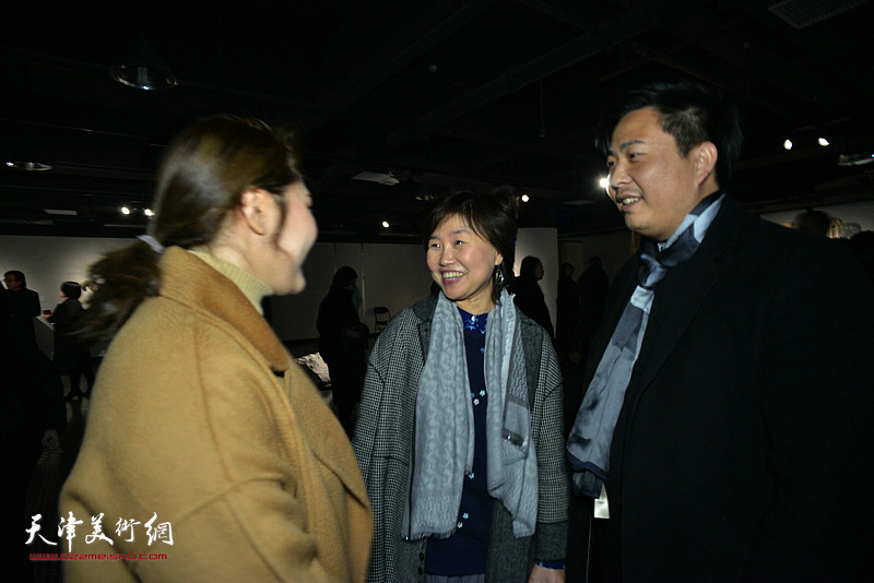 龚立君、赵生帆在展览现场。