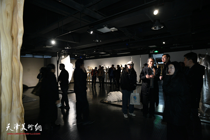 """""""十面""""2019天津青年雕塑家提名展现场。"""