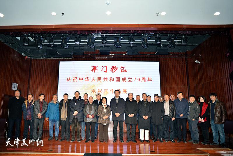 """""""津门彩汇——庆祝中华人民共和国成立70周年水彩画作品展""""12月15日在南开文化中心开幕。"""