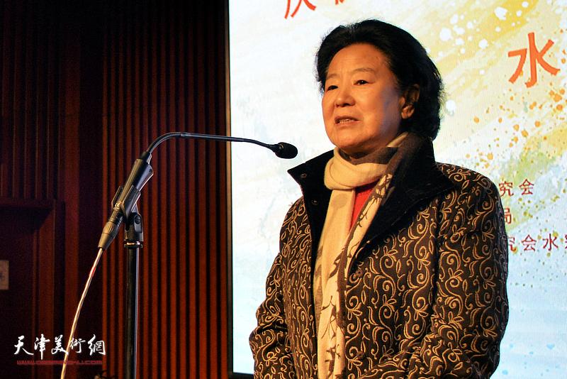 天津市政协原副主席、天津市书画艺术研究会老会长曹秀荣女士讲话并宣布展览开幕。