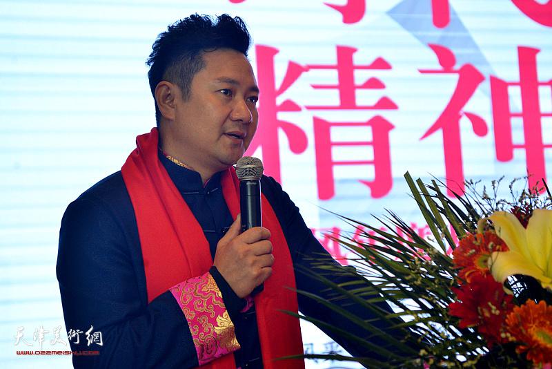 天津广播电视台朱懿主持开幕式。