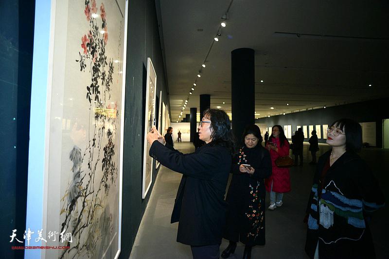 """""""时代精神——当代院风年度大展""""在天津美术馆开幕。"""