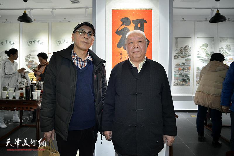 李家尧先生与王炳学在慈善书画笔会活动上。
