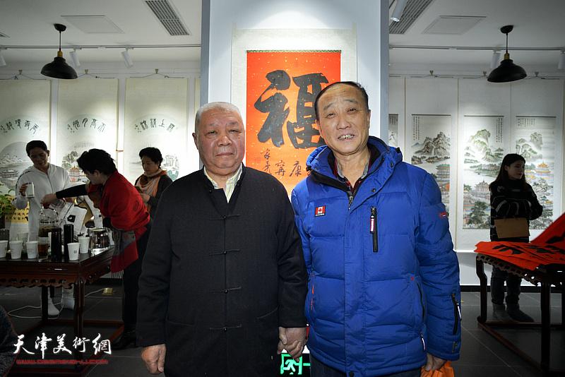 李家尧先生与张家尧在慈善书画笔会活动上。