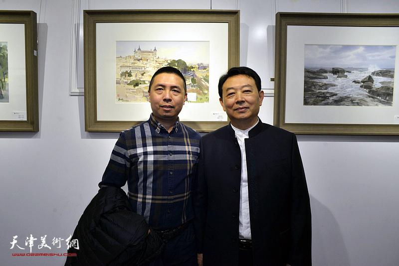 华绍栋与何纯在水彩画小展现场。