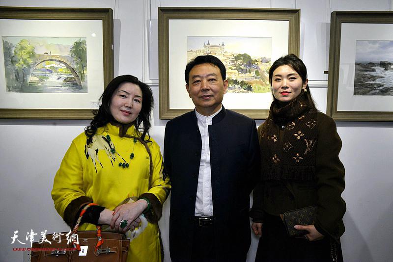 华绍栋与李欣在水彩画小展现场。