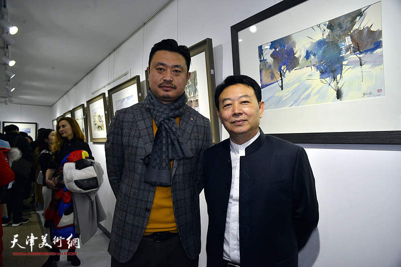 华绍栋与刘俊建在水彩画小展现场。