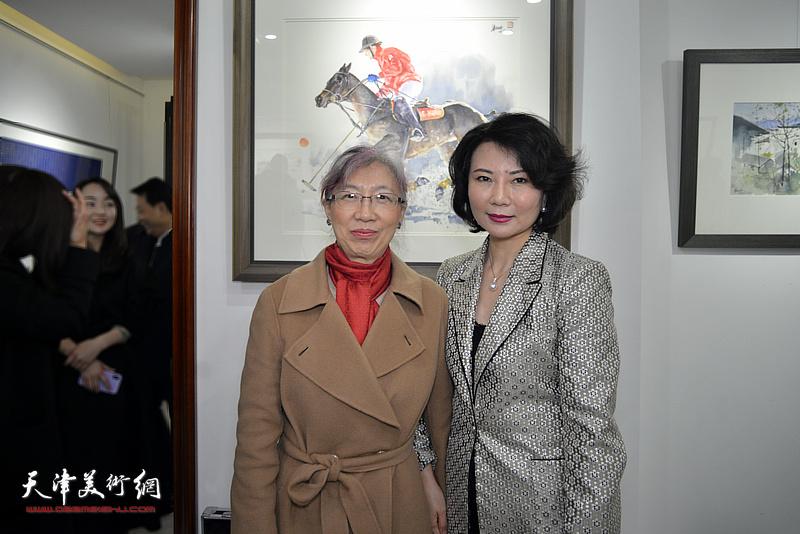 董芮睿与嘉宾在水彩画小展现场。