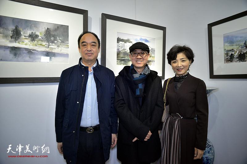 马驰、王玫、刘学宁在水彩画小展现场。