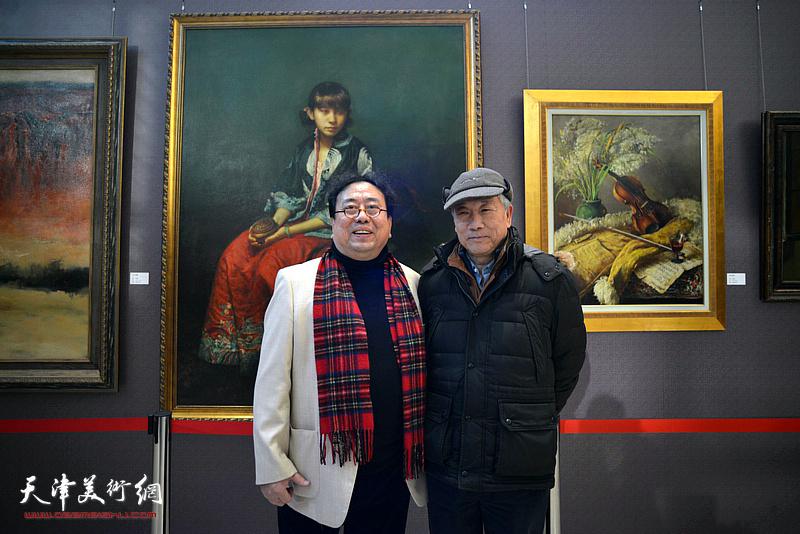 高建章与马可乐在油画艺术展现场。