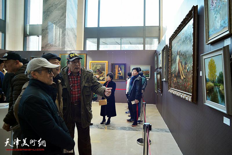 """""""琴之韵—2020贺新年高建章油画艺术展""""现场。"""