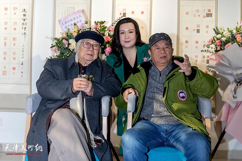 华非、孙越、孙可瑜在展览现场。