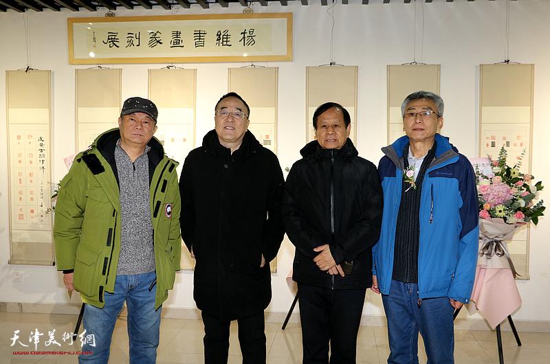 左起:孙越、李志邦、佟振海、杨维在展览现场。