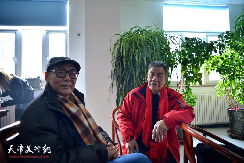 陈传武、张新月在揭牌现场。