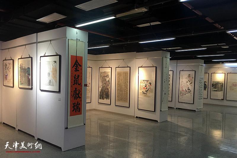 """""""灵鼠兆丰年——中国第十三届生肖画及国画优秀作品展""""布展现场。"""