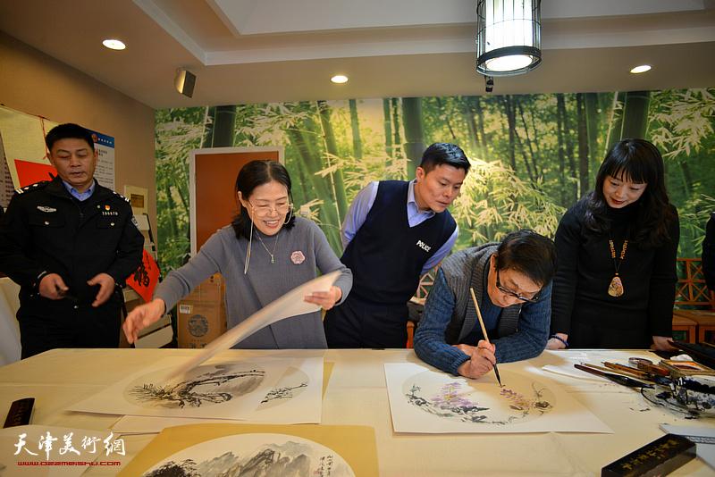 黑成义、赵筱兰、乔美娟在活动现场。