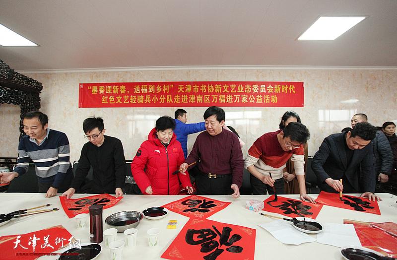 天津书法家送万福进万家走进津南区和顺地村