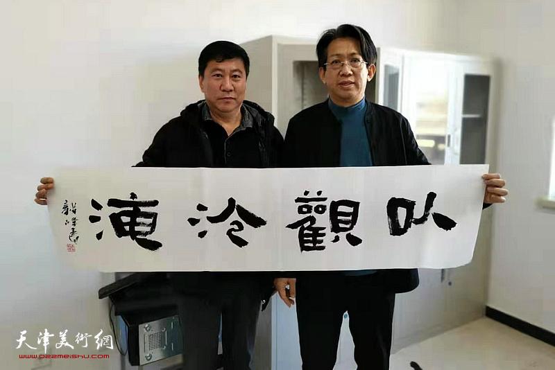 李毅峰、姚新在活动现场。