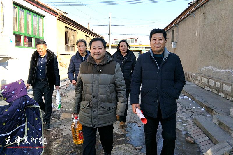 宁河区美术家协会开展新年下基层慰问贫困户暨文化下乡活动。