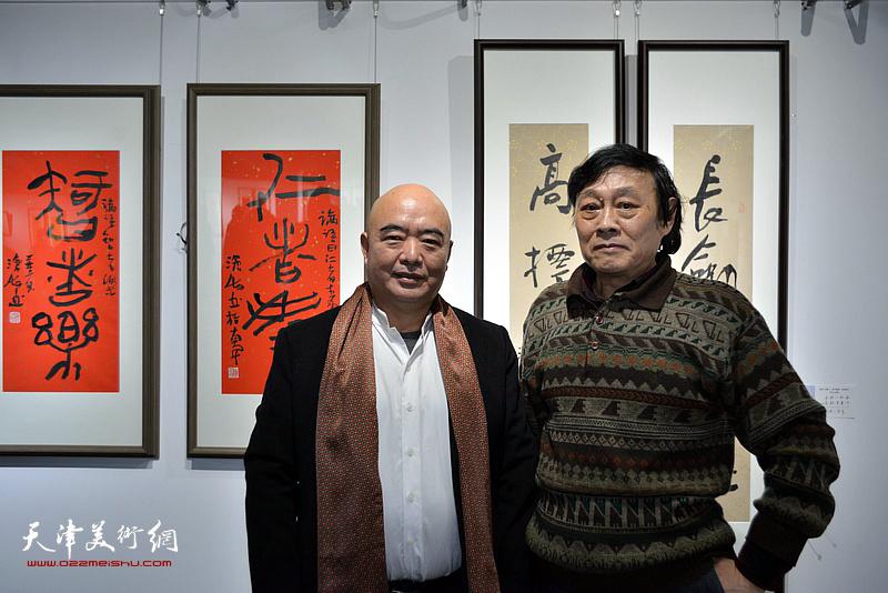尹沧海、琚俊雄在展览现场。