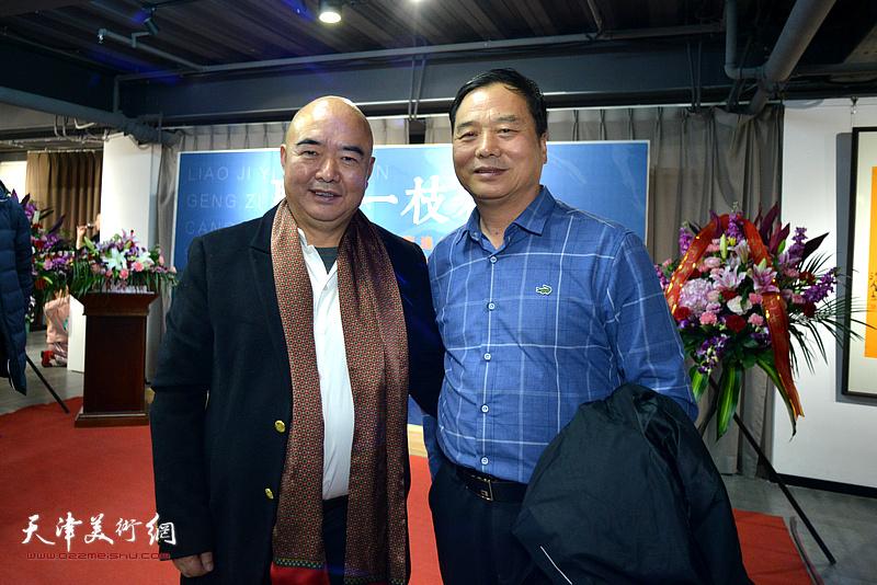 尹沧海、邢立宏在展览现场。