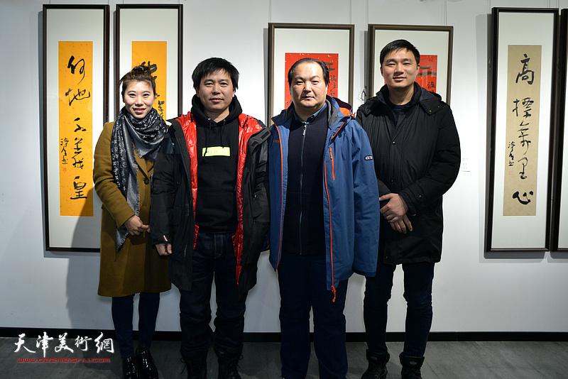 陈治、陈志峰等在展览现场。