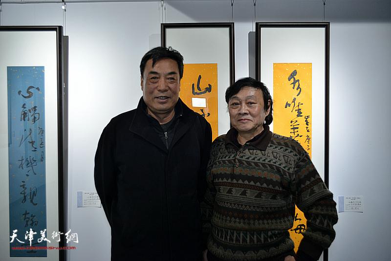 琚俊雄、杜晓光在展览现场。