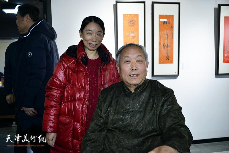 唐云来、庄雪阳在展览现场。