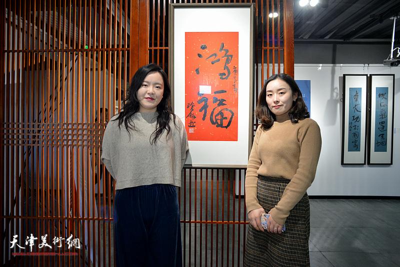 韩晓娜、蒯丰在展览现场。