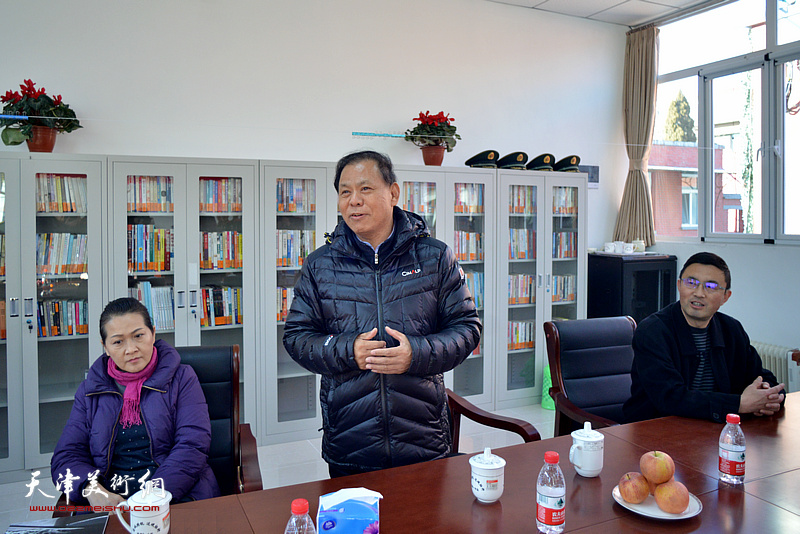 河西区关爱退役军人协会会长康凤海发言。