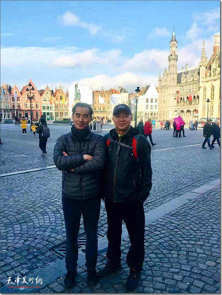 王海林与法国里尔大区美术学院教授佟明在里尔。