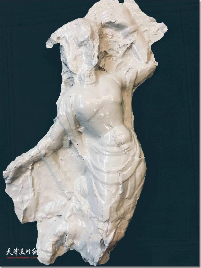 王海林作品《飞天》 (瓷雕)