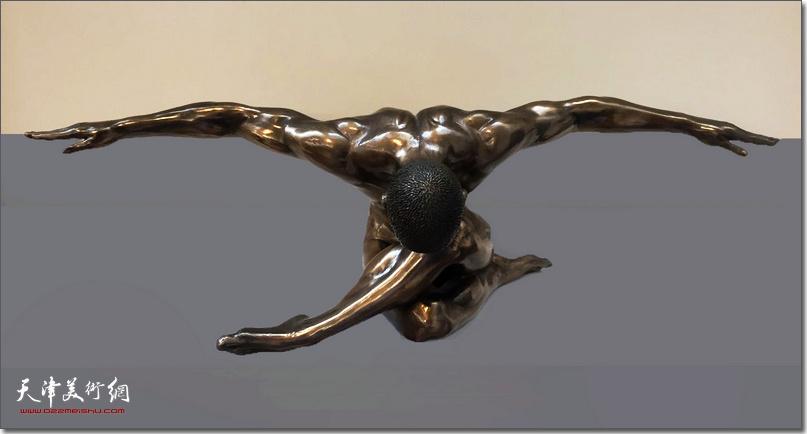 王海林作品《健美的男人体》 (铸铜雕塑)