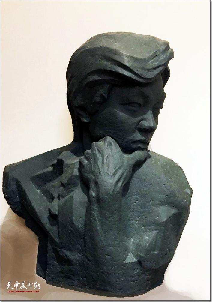 王海林作品《男青年》 (铸铜雕塑)