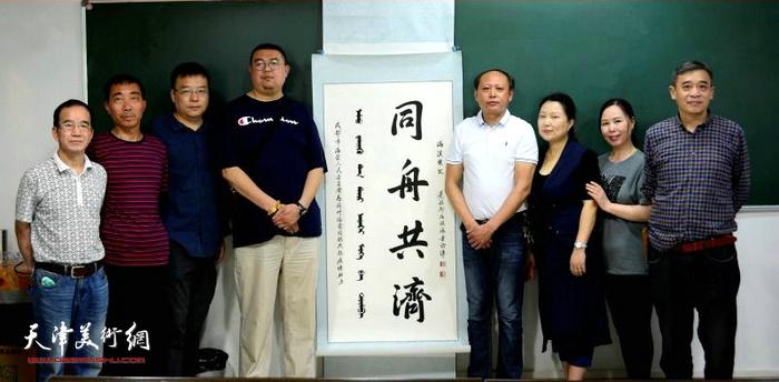 振海三代同堂向湖北荆州捐赠作品