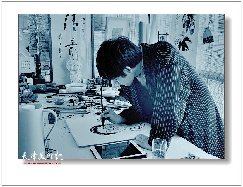 青年画家赵炳宇