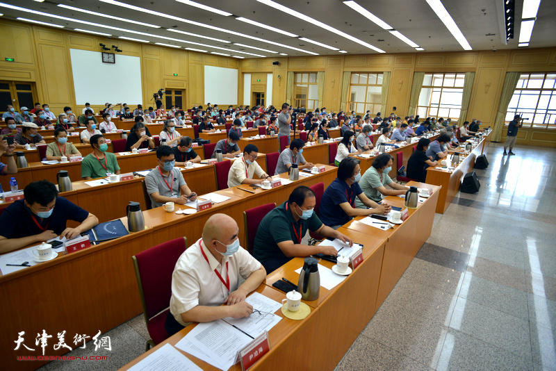 7月15日下午,天津市美术家协会第六次会员代表大会在天津礼堂举行。