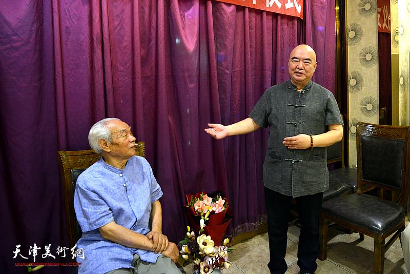 著名山水画家尹沧海先生到场祝贺纪振民先生喜收新徒