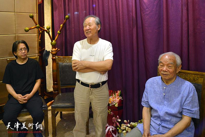 著名山水画家姬俊尧先生到场祝贺纪振民先生喜收新徒