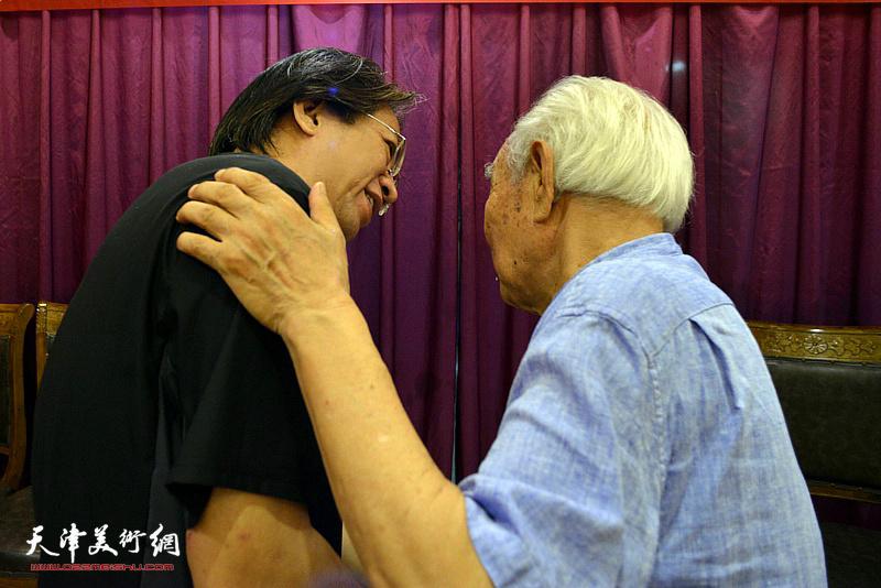 李毅峰先生祝贺纪振民先生喜收新徒。