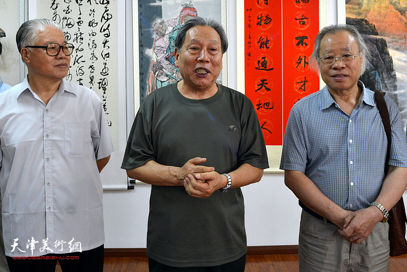 天津长城书画院老院长、著名书画家霍然代表参展书画家致辞。