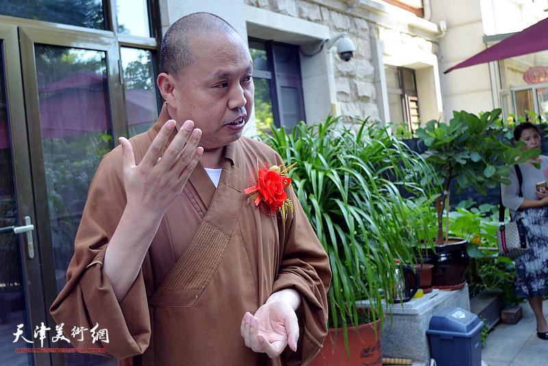 南开画院名誉院长、河北省佛教协会副会长、沧州佛教协会会长、著名画僧延参法师