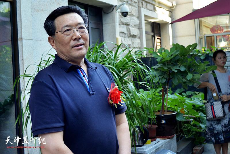 天津行政管理学会常务副会长,研究员张霁星先生