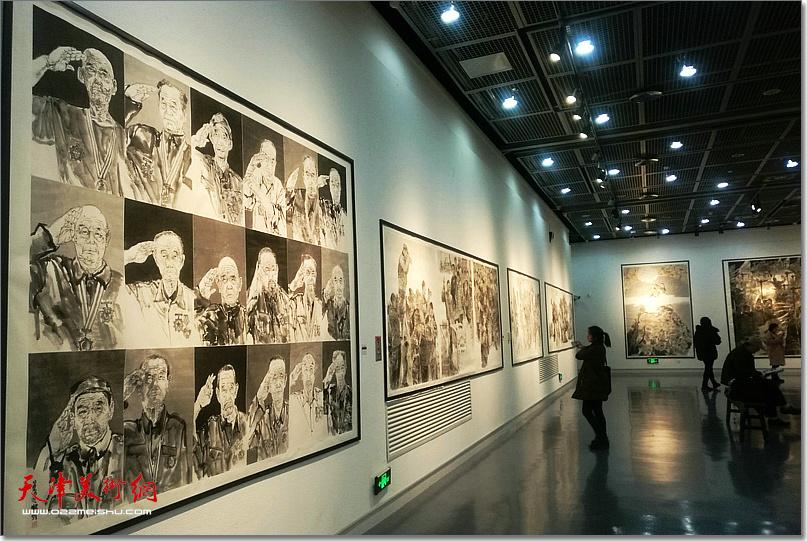 梁健作品《老兵——军礼》在河南美术馆展出。