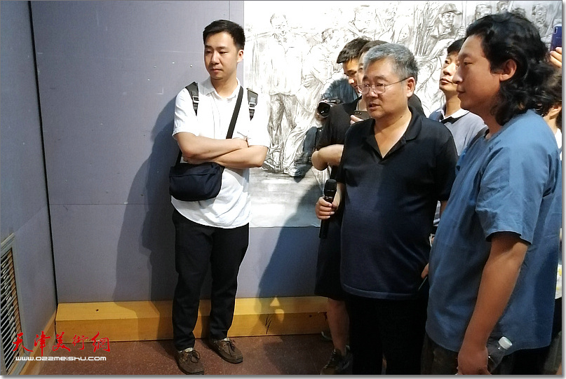 陈钰铭先生指导《老兵——军礼》创作。