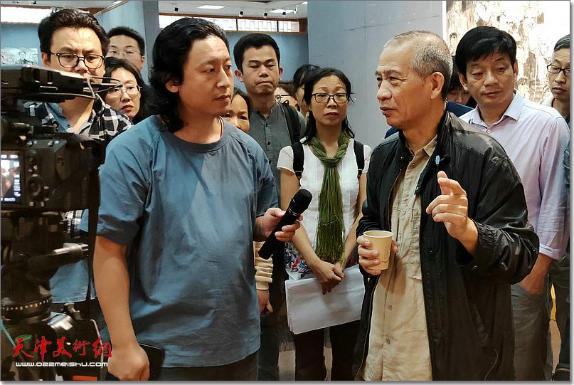 赵奇先生指导《老兵——军礼》创作。