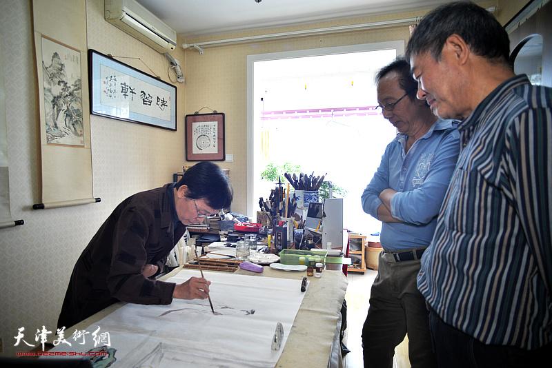 萧惠珠女士为哈珮先生《夏日》诗意图补画画轴仕女图。