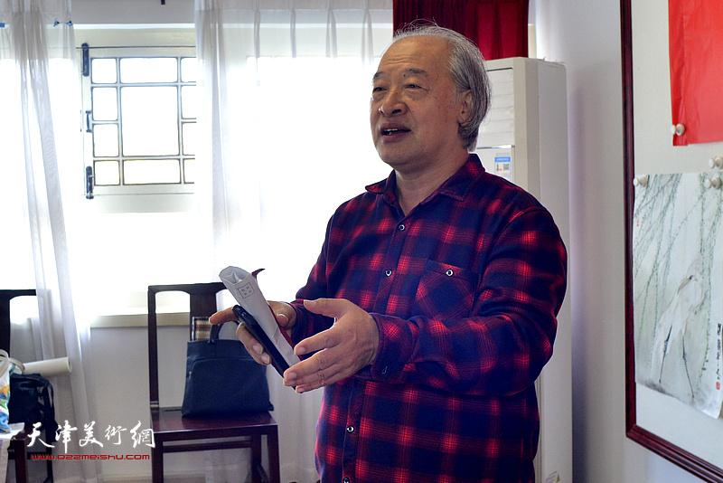 王书平希望广大书画家用自己手中的画笔绘时代力作,将更多优秀的书画作品奉献给人民群众。