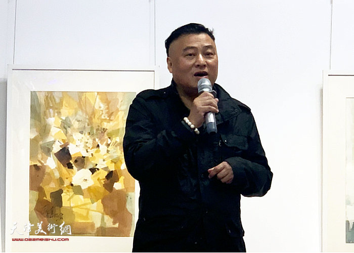 画展主办方田子坊商会会长吴梅森先生宣布画展开幕
